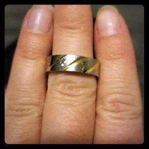 Women's or man's tungsten swirl gold tone band.